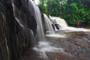 Die heiligen Berge von Kambodscha-Wasserfall